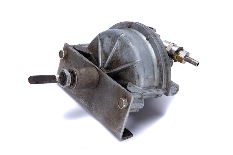 Vacuum Wiper Motor - near new